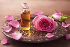 Trị hôi nách từ tinh dầu bưởi và nước hoa hồng