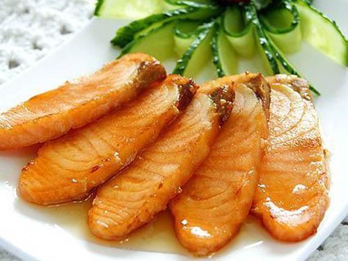 Tăng cân hiệu quả với cá hồi chiên mật ong