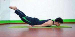 Bài tập yoga chữa yếu sinh lý nam với tư thế châu chấu